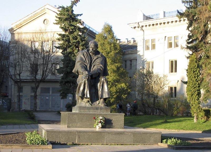 Пам'ятник Т Шевченку. Тернопіль
