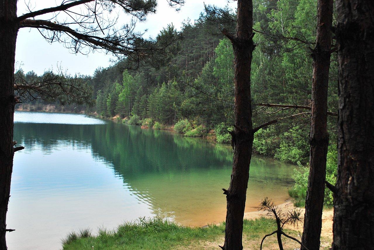 Прозора вода в Блакитних озерах в Олешні