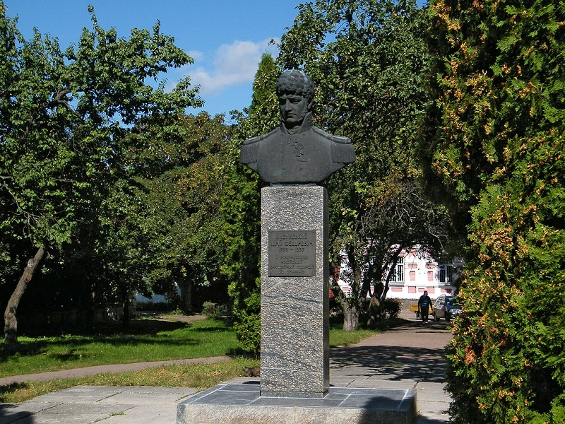 Пам'ятник адміралу-ніжинцю