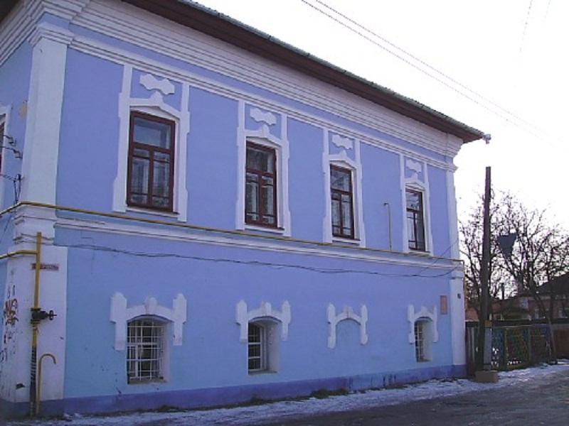 З фасадів будинок виглядає привабливо