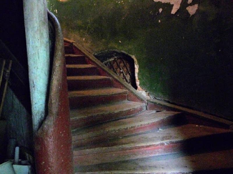 Давні сходи «грецької» частини будинку