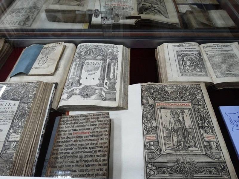 Шедеври музею книги